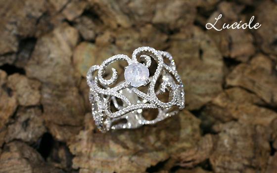 ホワイトダイヤのリング