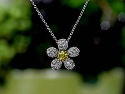ルシオールカラーダイヤモンド