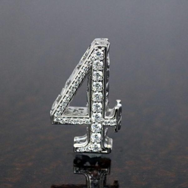 ミラクルナンバーペンダント「4」
