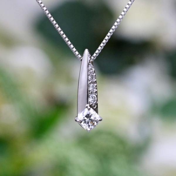 chouchou(シュシュ)PT フランダースカット ダイヤモンド ペンダントネックレス