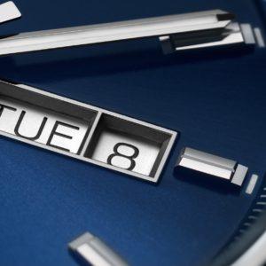 新型 タグ・ホイヤー キャリバー5 デイデイト 41mm ブルー文字盤