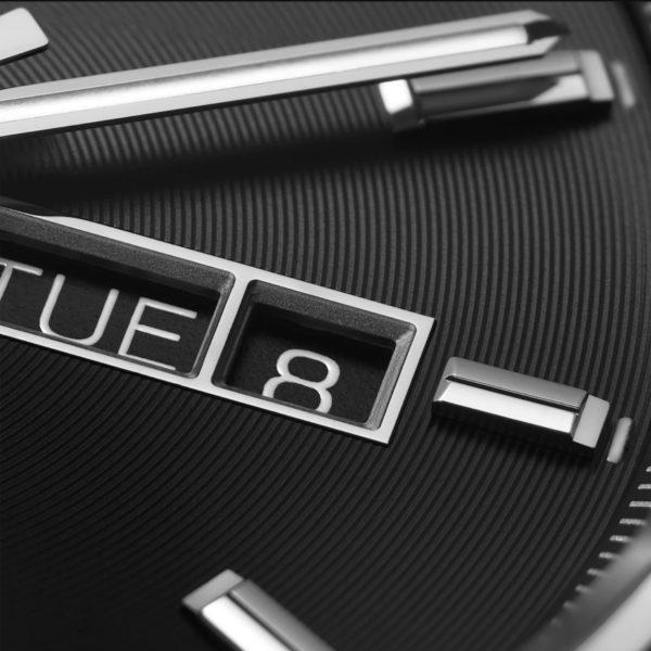 新型 タグ・ホイヤー キャリバー5 デイデイト 41mm ブラック文字盤